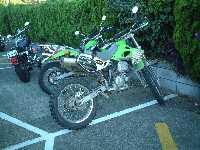 前の晩風呂場で話したにーちゃんのKLX。このバイクもちょっと欲しかった(最終的には足つきのよさでシェルパに)。