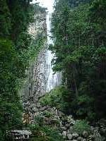 那智の大滝まで、目いっぱい寄って見る。これ以上はお金がいるらしい。