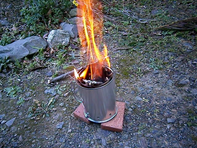 100均(ダイソー)の材料でウッドガスストーブを自作してみた